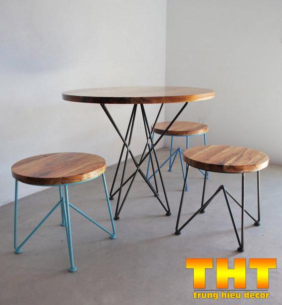 bàn ghế sắt khung sắt
