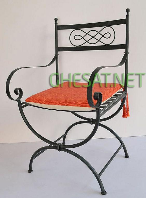 ghế sắt tay vịn