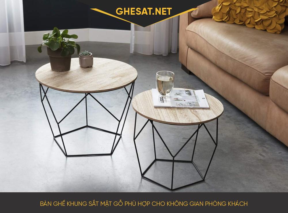 Bàn ghế khung sắt mặt gỗ phù hợp cho không gian phòng khách