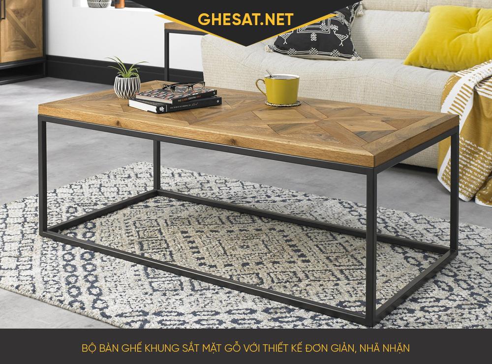 Bộ bàn ghế khung sắt mặt gỗ với thiết kế đơn giản, nhã nhặn