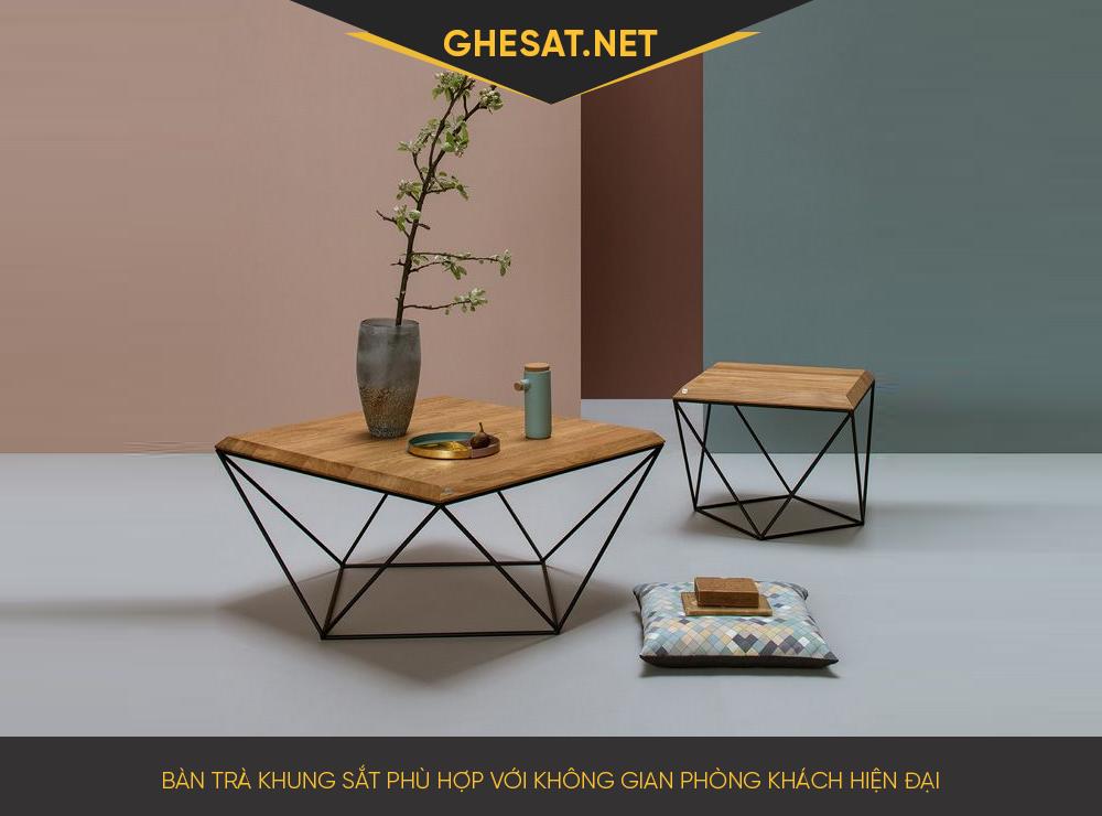 Bàn trà khung sắt phù hợp với không gian phòng khách hiện đại