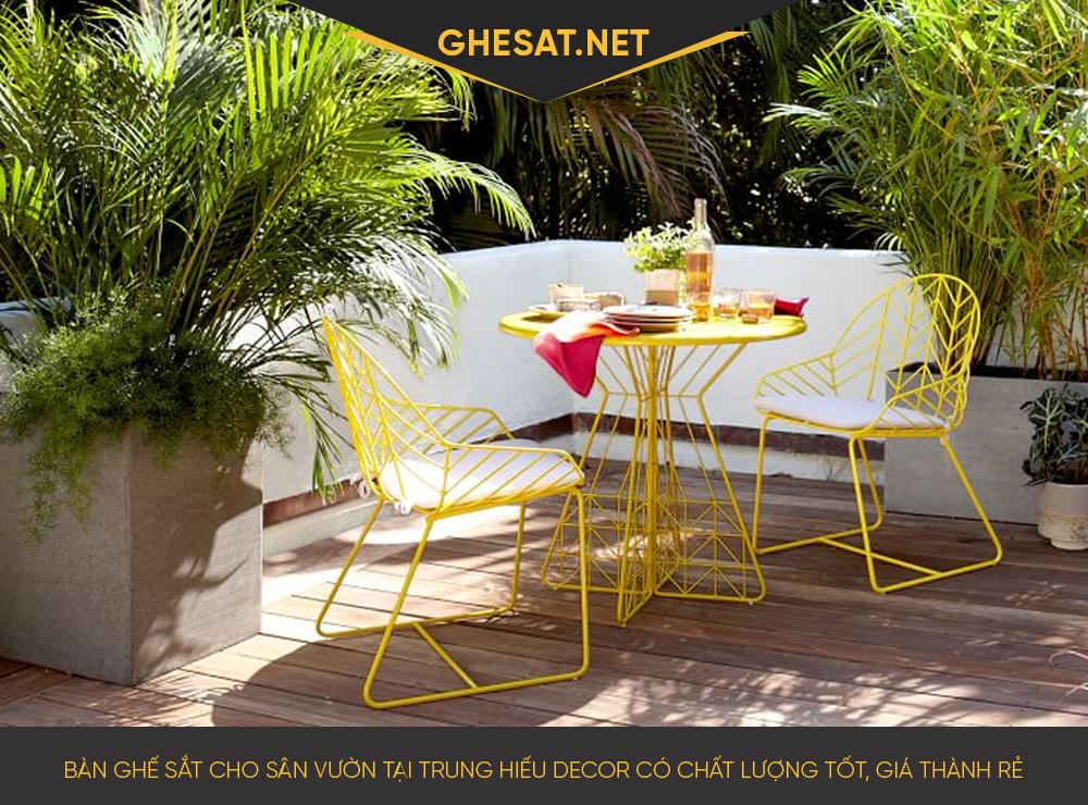 Bàn ghế sắt cho sân vườn tại Trung Hiếu Decor có chất lượng tốt, giá thành rẻ