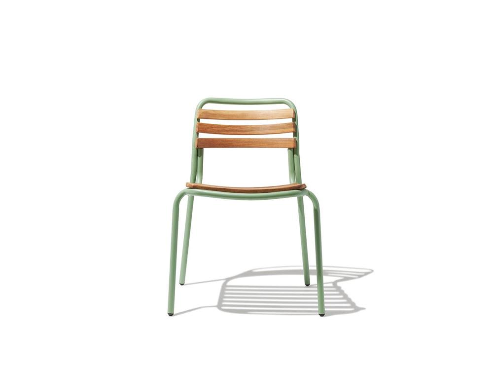 Ghế khung sắt mặt gỗ với sắc xanh tươi mát cho không gian sống