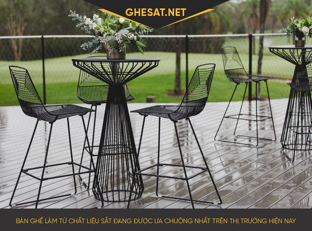 Bàn ghế làm từ chất liệu sắt đang được ưa chuộng nhất trên thị trường hiện nay